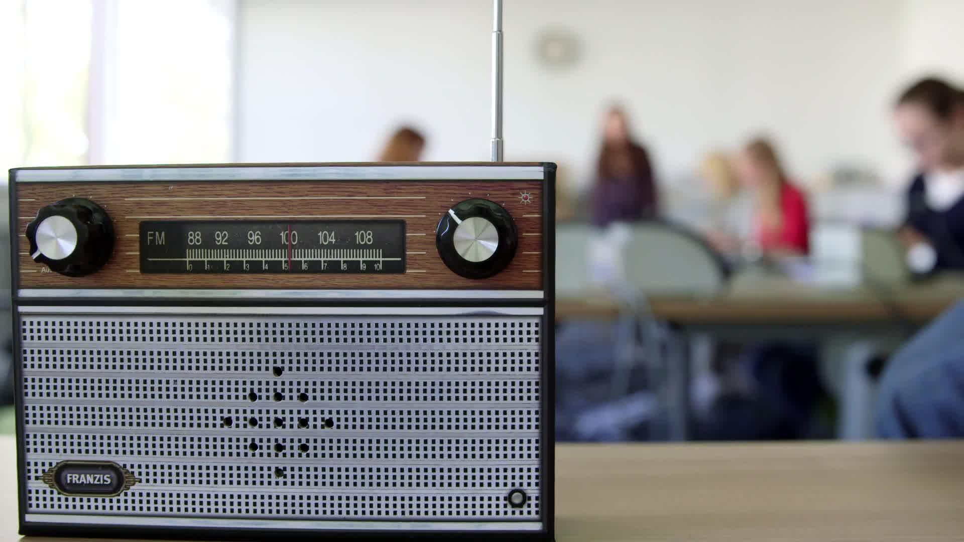 Wir bauen ein Radio - das Mädchen-und-Technik Praktikum preview image