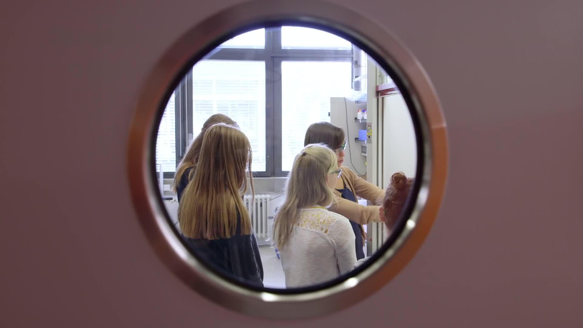 Parfümanalyse - das Mädchen-und-Technik Praktikum preview image